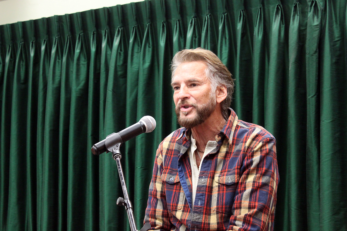 Photo Kenny Loggins - Vrooman's Bookstore #1