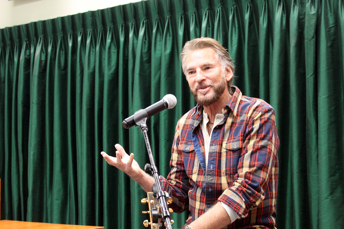 Photo Kenny Loggins - Vrooman's Bookstore #2