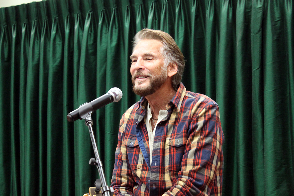 Photo Kenny Loggins - Vrooman's Bookstore #3