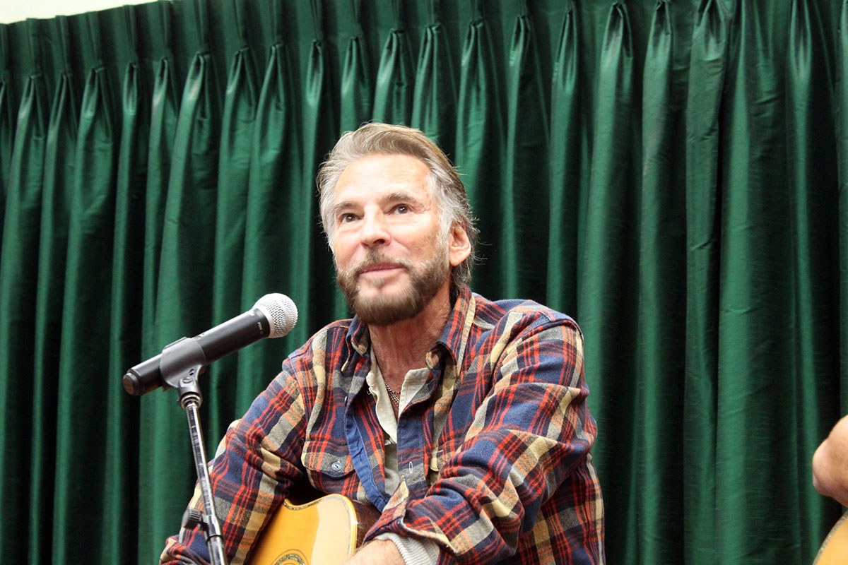Photo Kenny Loggins - Vrooman's Bookstore #5