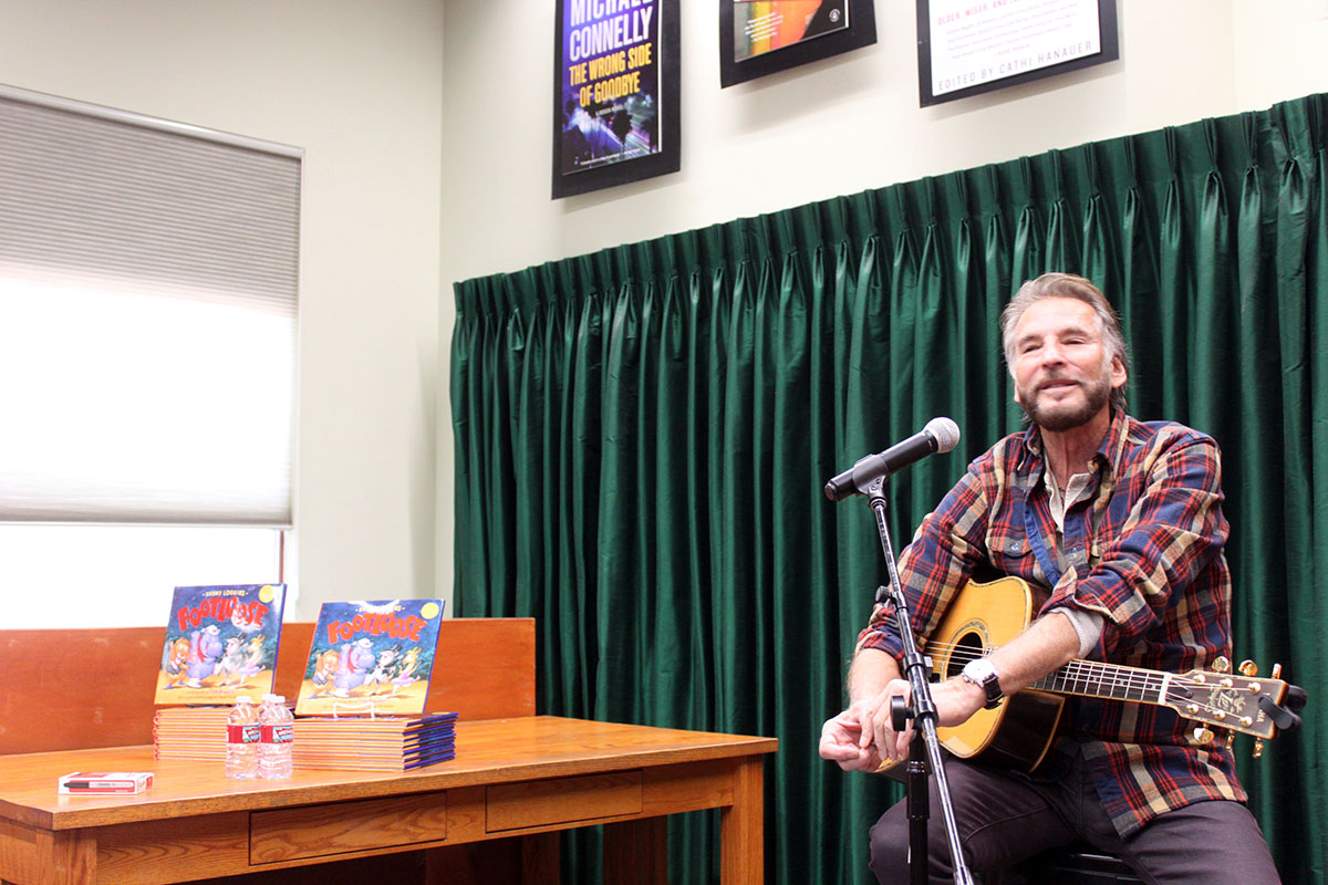 Photo Kenny Loggins - Vrooman's Bookstore #7