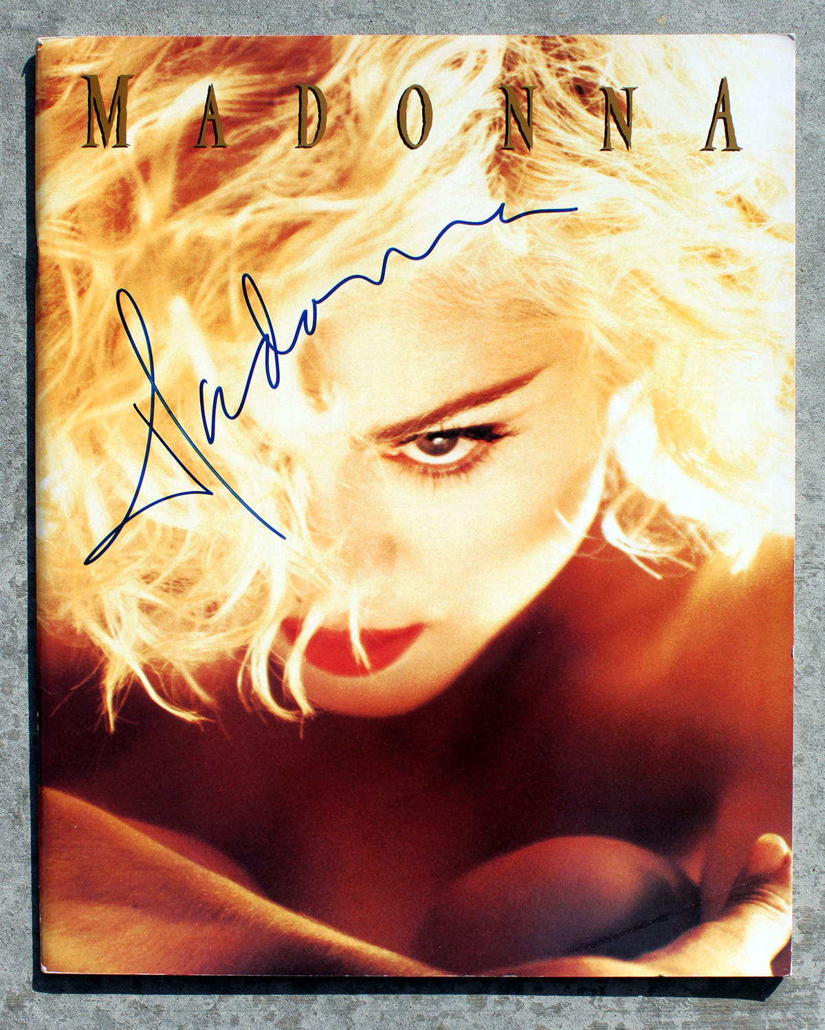 Tourbook - Madonna #1